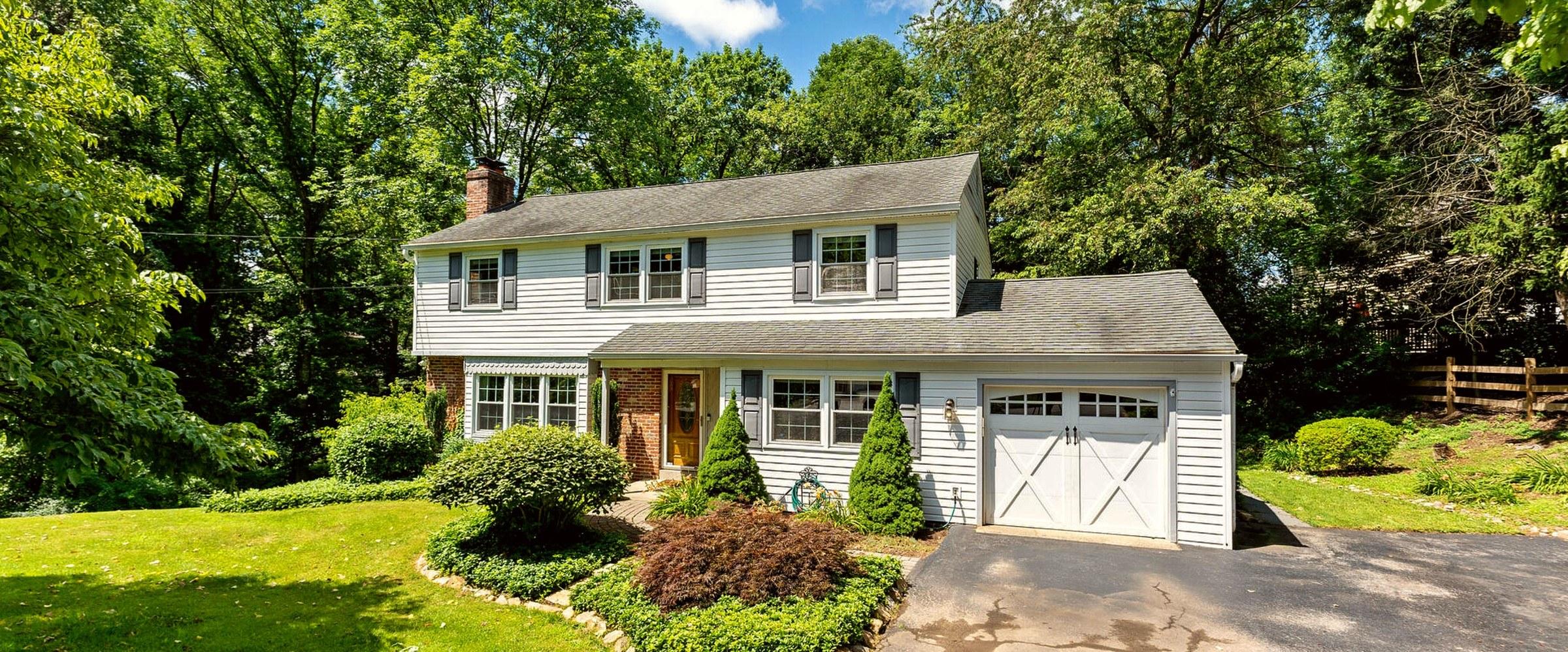 a home sold through Houwzer