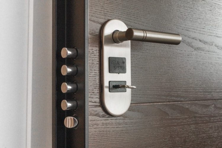 Choosing Security Services for Your New Home: Experts Weigh In